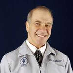 Dr. Glenn Mayer del hospital de animales disabell